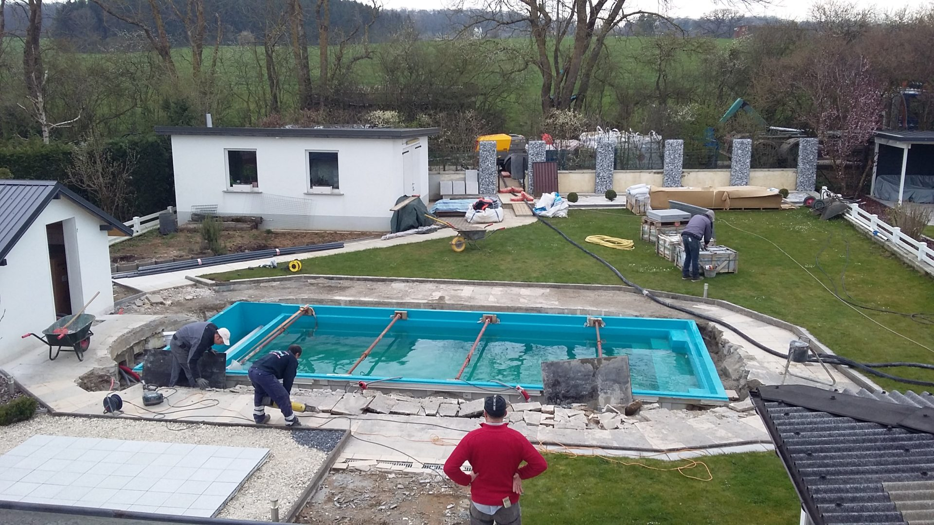 Leisure pools optez pour une piscine en poxy vinylester for Chlore dans la piscine