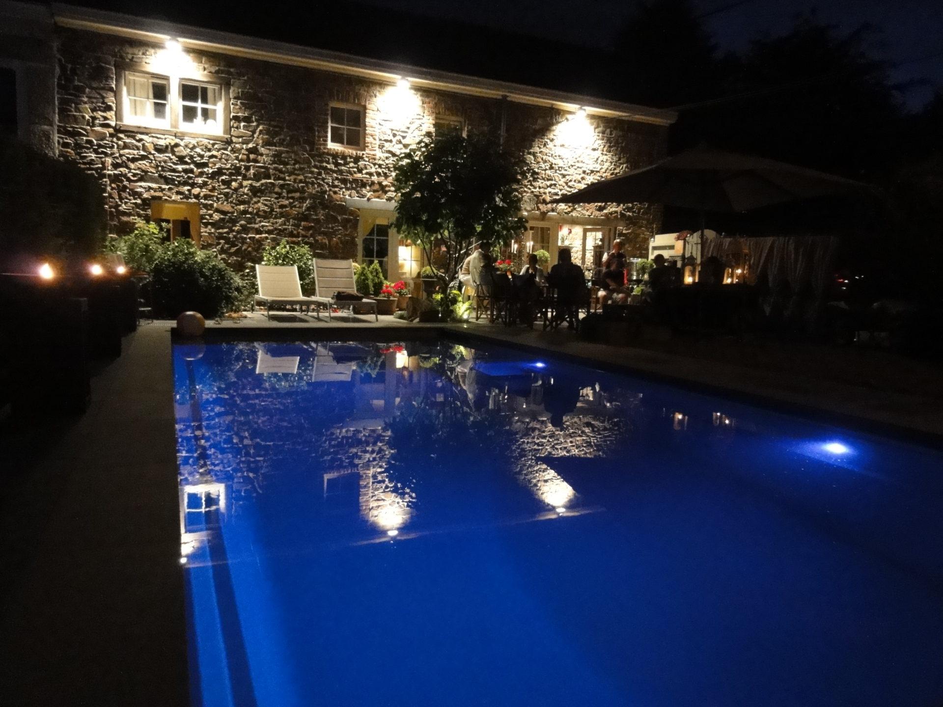 Piscine clair e le soir leisure pools for Piscine leisure pools
