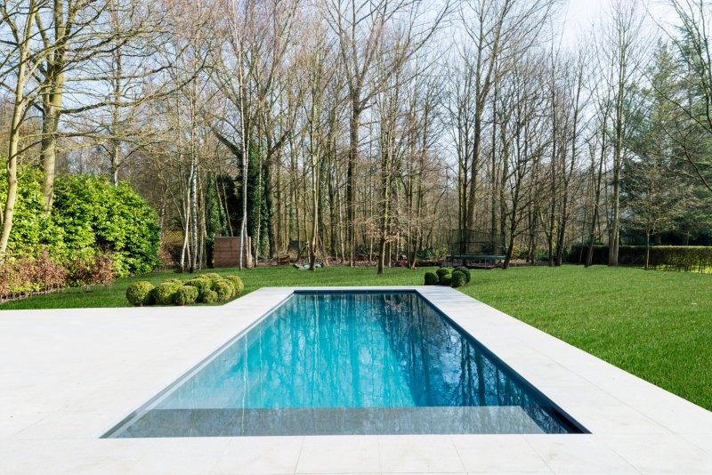 Leisure pools la piscine coque cube un mod le superbe for Piscine leisure pools