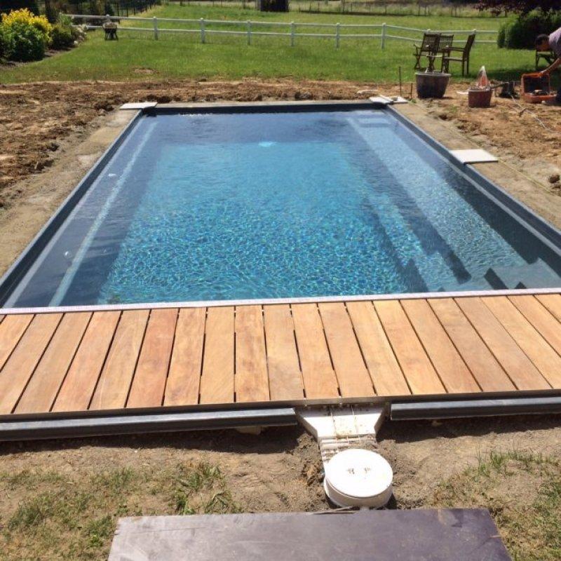 Leisure pools la piscine coque r flection un mod le au for Piscine leisure pools