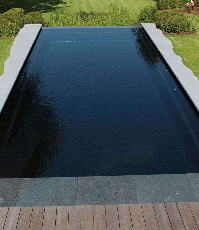 Leisure pools optez pour une piscine en poxy vinylester for Entretien piscine nice