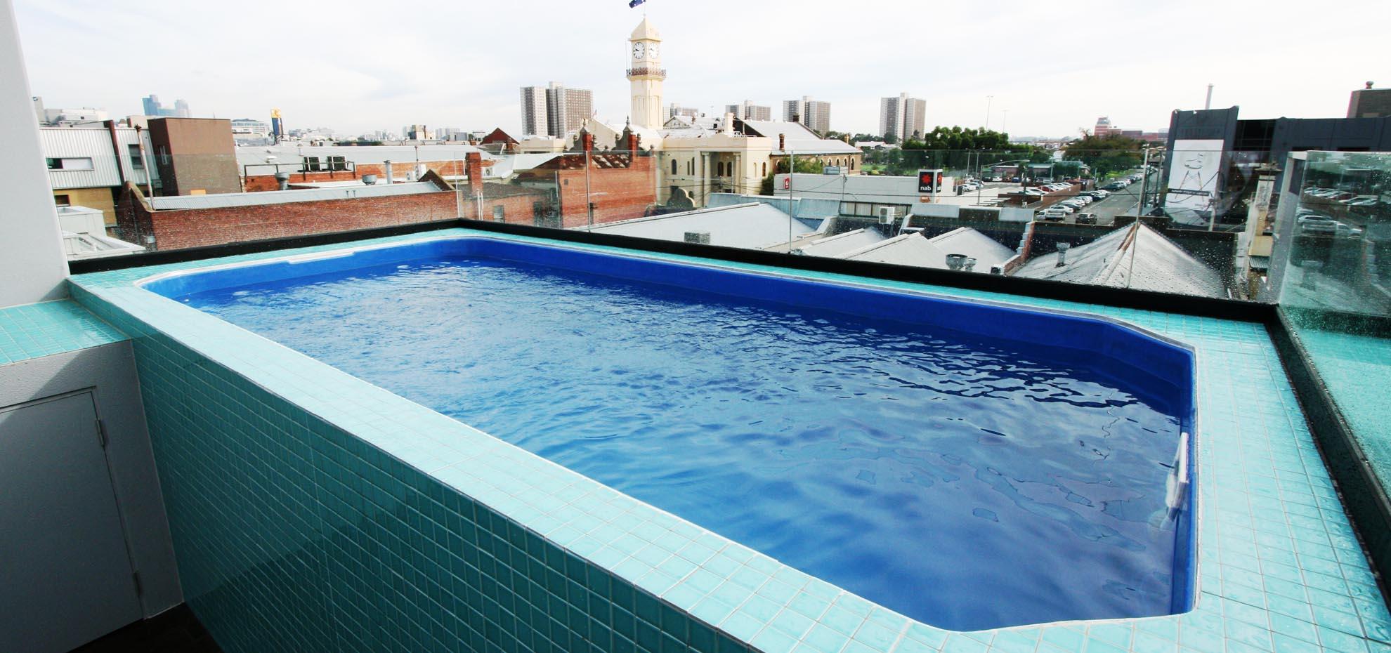 Leisure pools la piscine coque olympus un mod le convivial et confortable - Piscine leisure pools ...